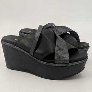 NWT ANTELOPE Platform Shimmery Sandals